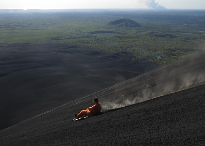 Nicaragua Salvaje sandboarding cerro negro